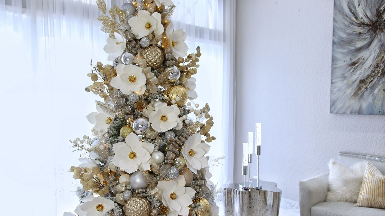 Christmas tree decorated with paper flowers