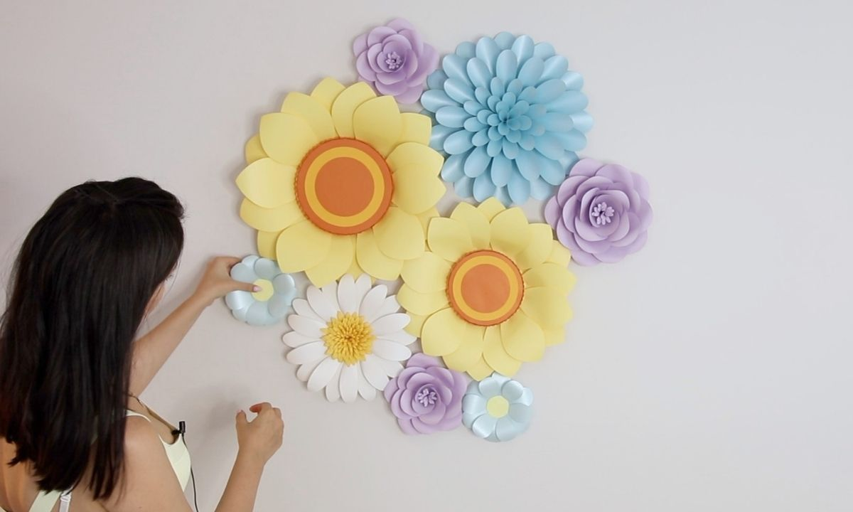How to hang paper flowers